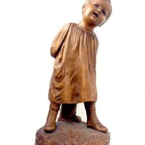Statue CALENDI en terre cuite signé – Jeune enfant les mains dans le dos