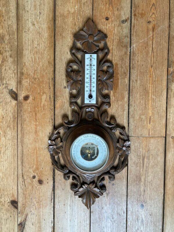 baromètre thermomètre en bois sculpté décor forêt noire