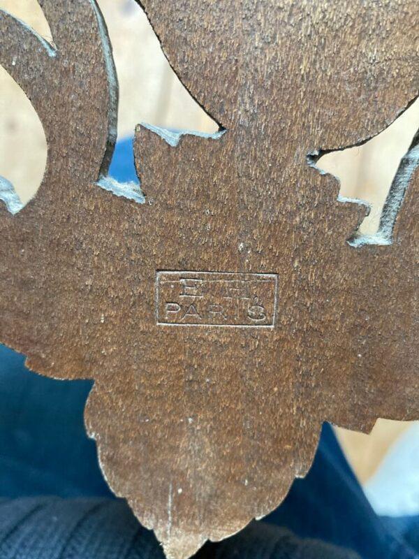 baromètre thermomètre en bois sculpté décor forêt noire estampille