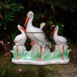 Cigognes en porcelaine de Saxe – Sel poivre moutarde
