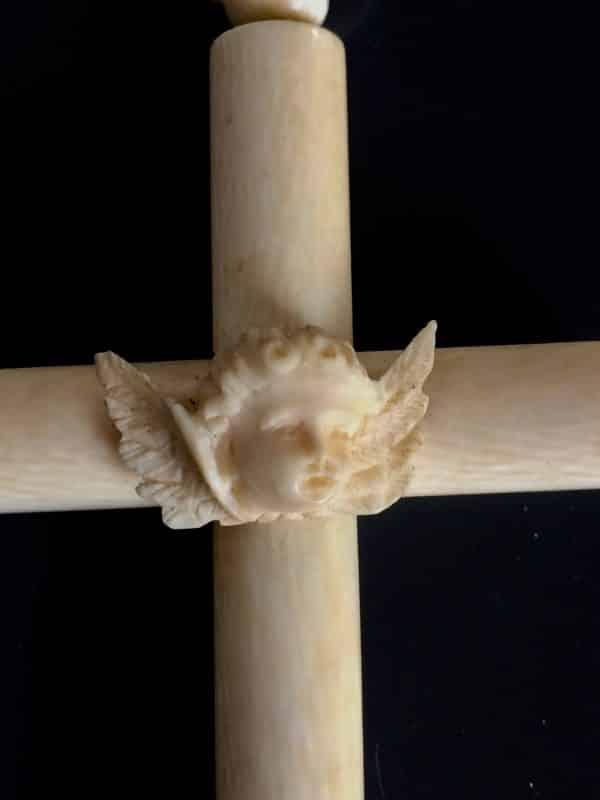 Croix berceau ivoire ange