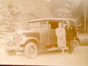 Voiture ancienne couple