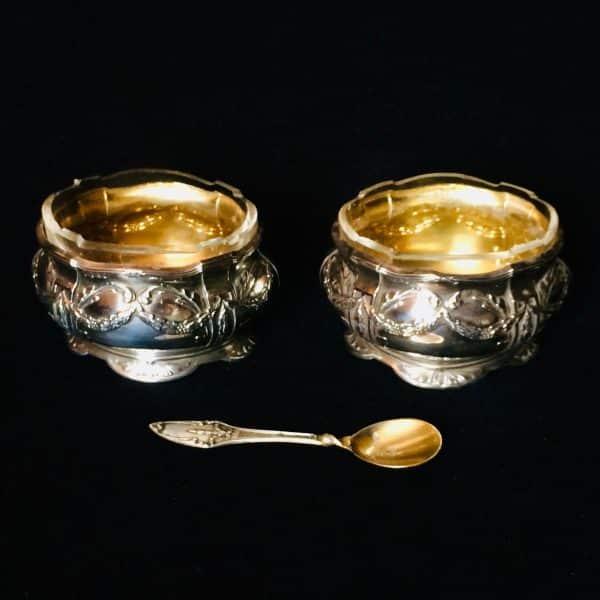 Paire de salerons en argent décor fleurie style Louis XVI