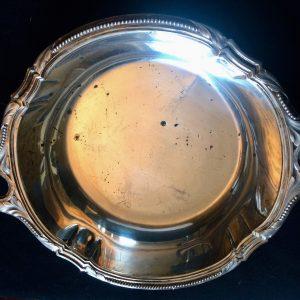 Coupe en argent de style Louis XVI – Plat rond à oreilles en argent massif