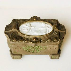 Boite coffre en céramique - ange tirant une fleche