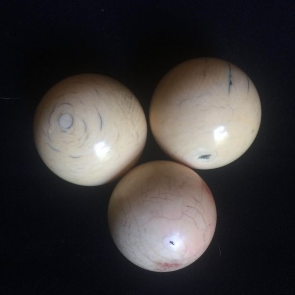 Boules De Billard Époque Napoléon Iii En Ivoire