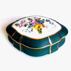 Bonbonnière – boite en porcelaine de LIMOGES – fleurs 1900 peint main signé GALIS