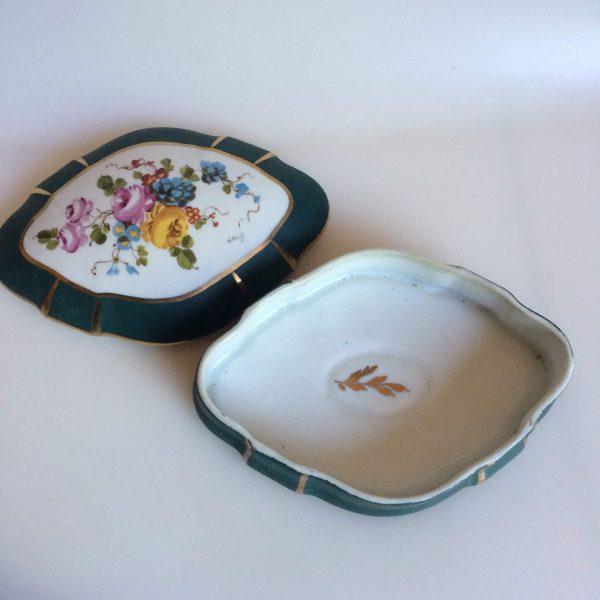 Boite En Porcelaine De Limoges Fleurs Peint Signé Galis Couvercle