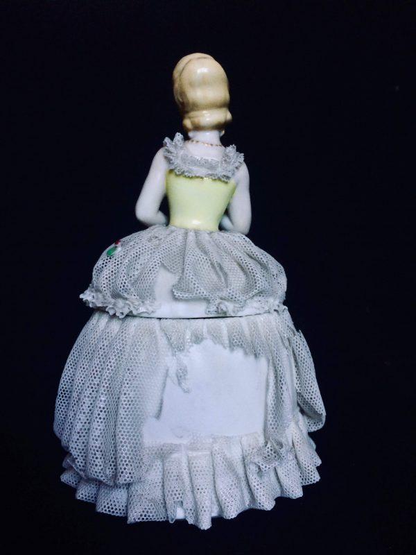 Boite En Porcelaine Signé Katzhütte Thuringia Femme En Robe De Dentelle Dos