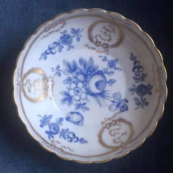 Bol En Porcelaine De Sevres Décor De Fleurs Bleues Et Dorrures