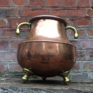 Chaudron en cuivre – Marmite tripode avec poignée en laiton