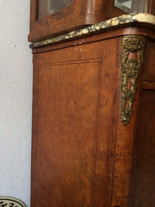 Buffet De Style Louis Xvi Avec Double Vitrine Et Un Miroir Bronze Marbre