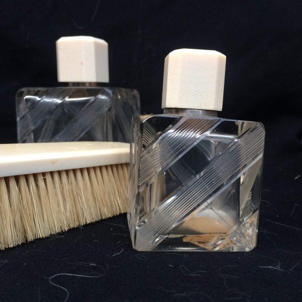 Garniture De Toilettes Art Déco Flacons Et Brosse À Cheveux 3