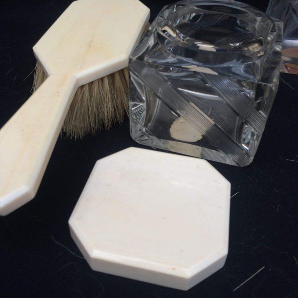 Garniture De Toilettes Art Déco Flacons Et Brosse À Cheveux 5