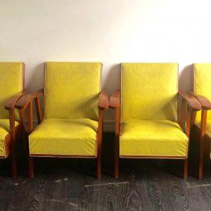 Suite de 4 fauteuils modernistes en skaï jaune