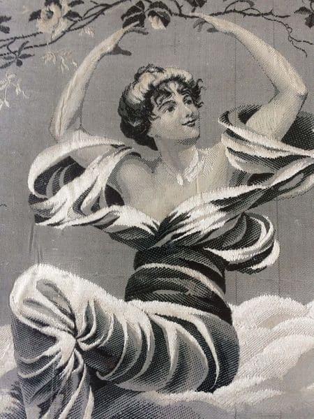 tableau en tissu jacquard femme art nouveau