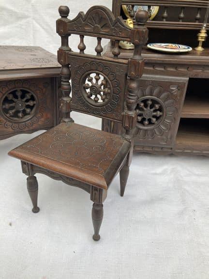 mobilier de poupée breton henriot quimper meubles miniatures chaise